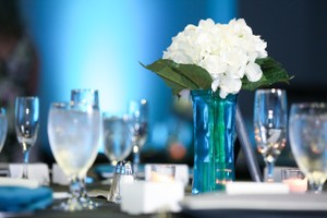 20 Teal Blue Vases With White Hydrangeas