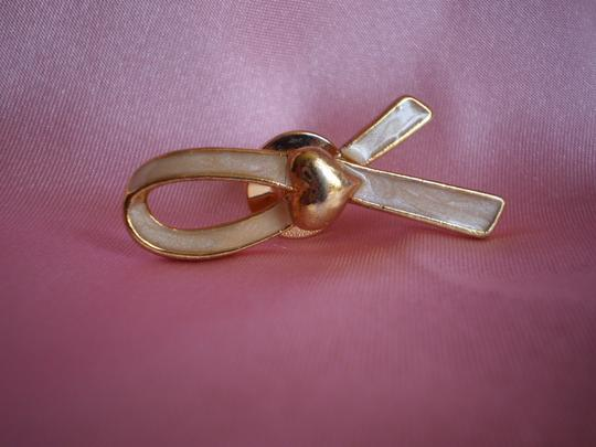 Avon Like new Avon breast cancer pin