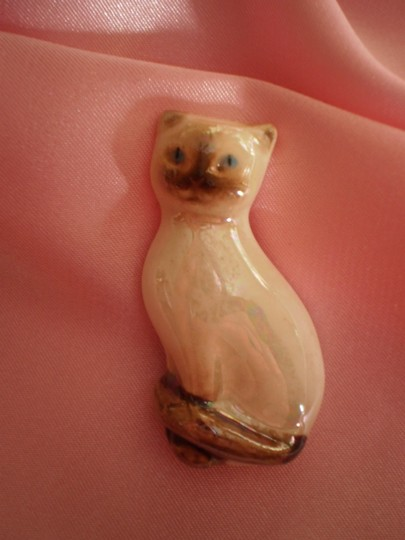 Preload https://item4.tradesy.com/images/avon-vintage-porcelain-siamese-cat-pin-175533-0-0.jpg?width=440&height=440