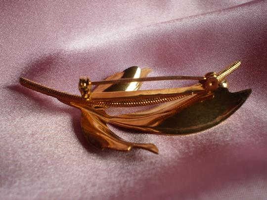 Unknown vintage brushed goldtone leaf pin