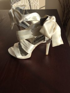 fd7cb33c7ec Vera Wang Ivory White Satin Formal Size US 8.5 Regular (M