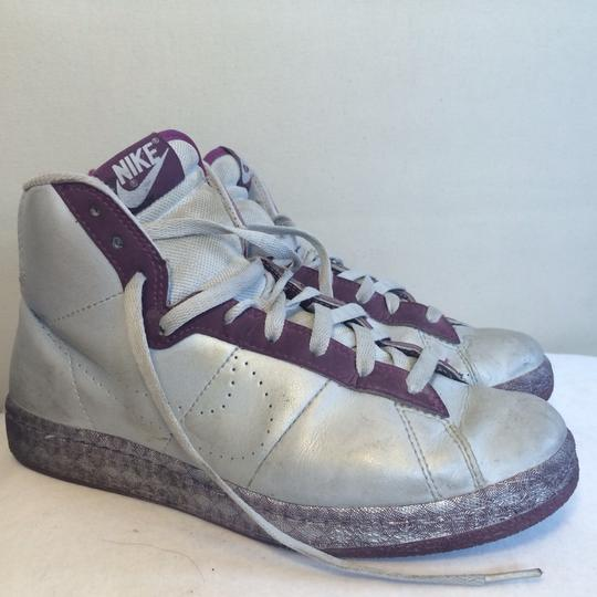 Nike 8.5 Silver Purple Athletic