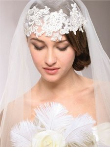 Brand New Ivory Beaded Lace Juliet Veil
