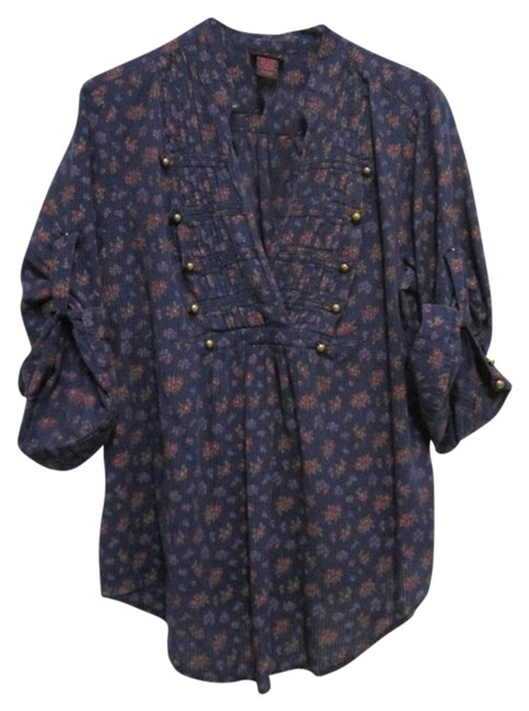 Preload https://item2.tradesy.com/images/torrid-navy-floral-military-1x-1416-button-down-top-size-20-plus-1x-1758336-0-0.jpg?width=400&height=650