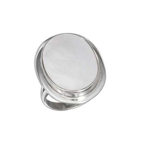 Preload https://img-static.tradesy.com/item/1758470/silver-sterling-framed-oval-mother-of-pearl-ring-0-0-540-540.jpg