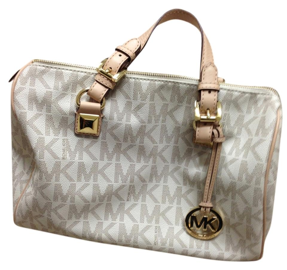 8c8cd34fbfc0 Gently used, Michael Kors Satchel in Vanilla .