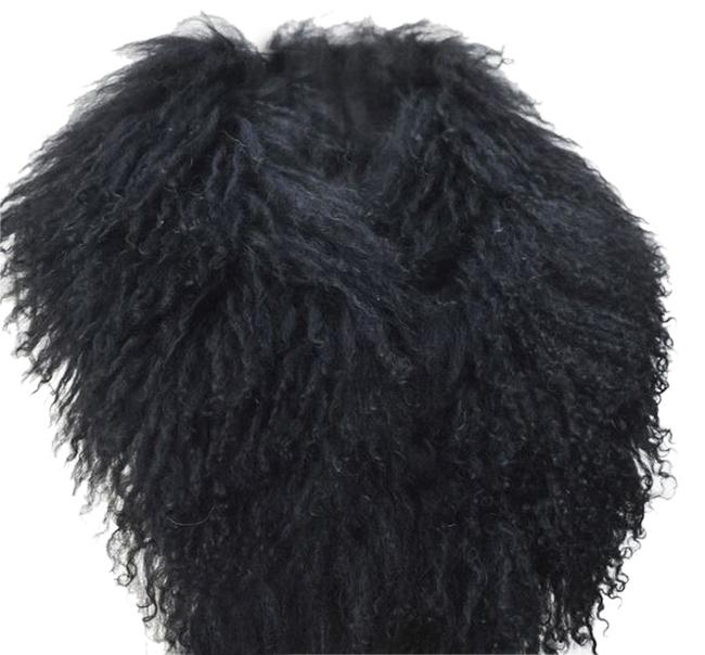 Preload https://item3.tradesy.com/images/black-fur-collar-activewear-size-os-one-size-1761662-0-0.jpg?width=400&height=650