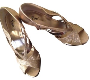 Fioni gold sparkle Pumps