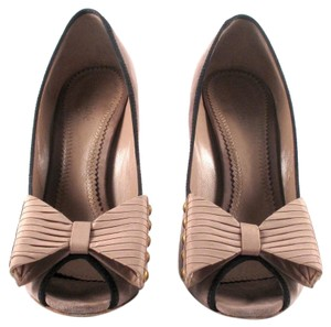 Chloé Suede Pale Bow Studded Peep Toe Pink Pumps