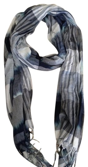 Preload https://item4.tradesy.com/images/american-eagle-american-eagle-scarf-1762903-0-0.jpg?width=440&height=440