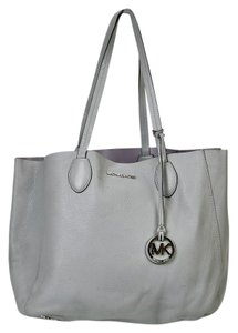 Michael Kors Mk East West Tote in Lilac/Dove