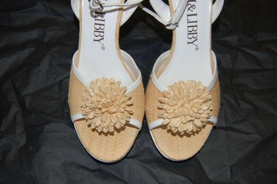 Sam & Libby Ankle Heels Flower Ally Cat Straw and White Pumps