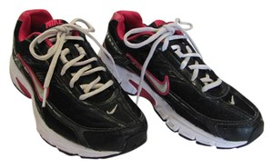 Nike Size 7.50 M Good Condition Black, Pinkish/Red Athletic