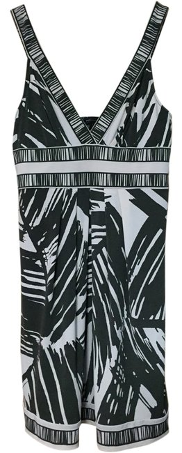 Preload https://img-static.tradesy.com/item/17640505/bcbgmaxazria-black-and-white-sexy-mid-length-cocktail-dress-size-12-l-0-3-650-650.jpg