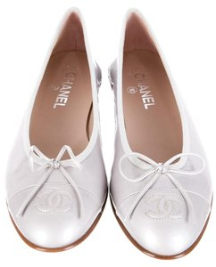 Chanel Patent Leather Silver Interlocking Cc Captoe Ballerina Gray Flats
