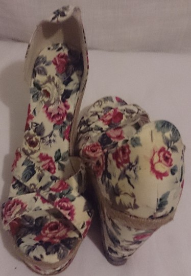 StreetWear Society Womens 8.5 Sandal Cotton floral Wedges