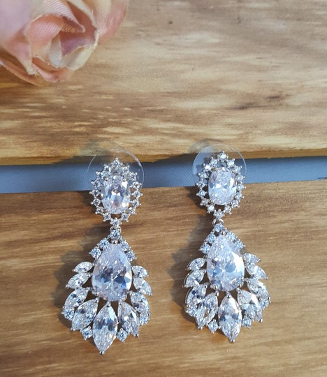 Preload https://img-static.tradesy.com/item/17644105/rhodium-plated-exquisite-marquise-cubic-zirconia-pierced-white-gold-earrings-0-2-540-540.jpg