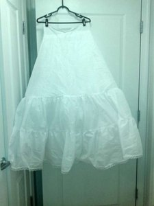 David's Bridal White Polyester and Netting 2 Tiered Slip Style 603 Wedding Dress Size 12 (L)