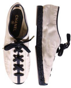 Chanel Black and ivory Flats