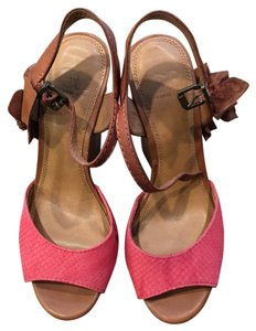 Gianni Bini Coral and Tan Wedges
