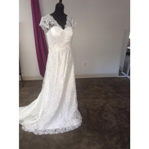 Feminine/lace Wedding Dress