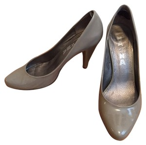 NA NA Gray Patent Pumps