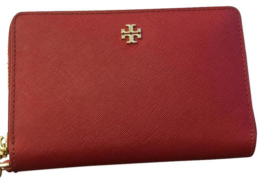 Preload https://img-static.tradesy.com/item/17649418/tory-burch-red-robinson-wallet-0-2-540-540.jpg