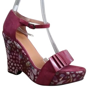 Isabella Fiore Maroon Wedges