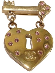 Chanel Chanel Brooch Pin CC Logo Heart Lock Key Classic Timeless Dangling Drop Charm Yellow Gold Tone Pink Crystal Italy 02P