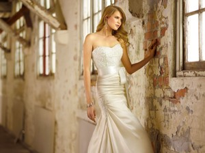 Essence Of Australia D1366 Wedding Dress