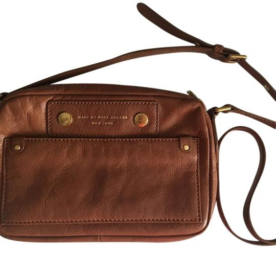 Preload https://img-static.tradesy.com/item/17660557/marc-jacobs-by-brown-leather-cross-body-bag-0-1-540-540.jpg