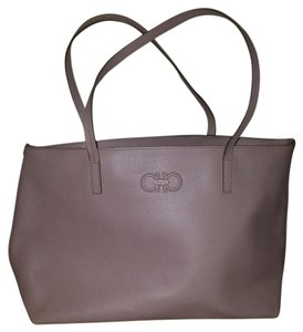 Salvatore Ferragamo Pid : 0412125 1 Tote in Bisque pink