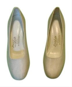 Special Occasions by Saugus Shoe Pumps Cushioned Bridal White Satin Formal