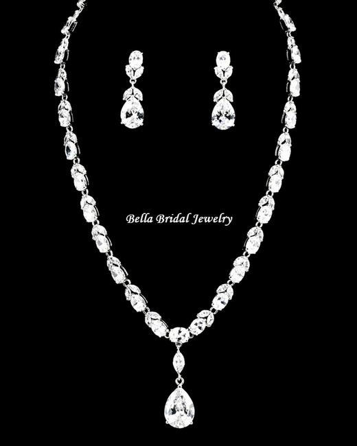 Item - Silver Elegant Antique Link Chain with Clear Cz Crystal Pendant Jewelry Set