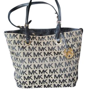 Michael Kors Tote in Black/Tan
