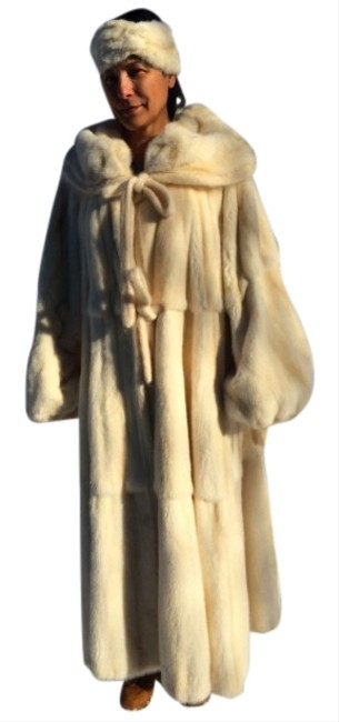 Item - White/Yellow Revirsable Mink/Reversible Large In Mint Condition Coat Size 12 (L)