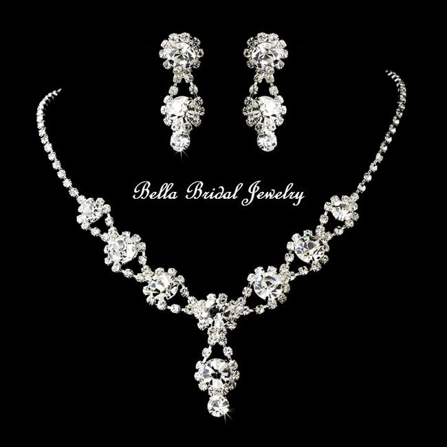Item - Silver Crystal Clear Necklace Earring Jewelry Set