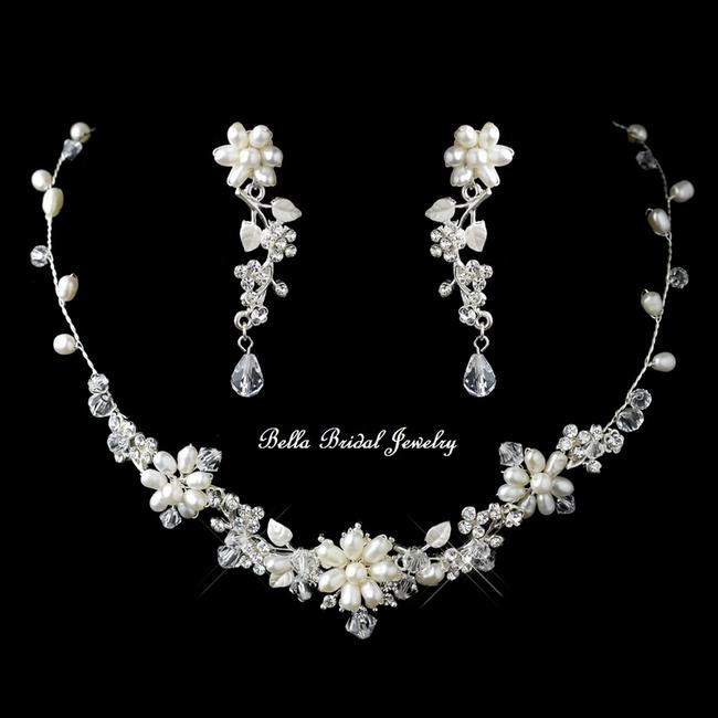 Item - Silver Crystal Freshwater Pearl Necklace Jewelry Set
