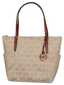 Michael Kors Signature Tote in Beige Camel Luggage