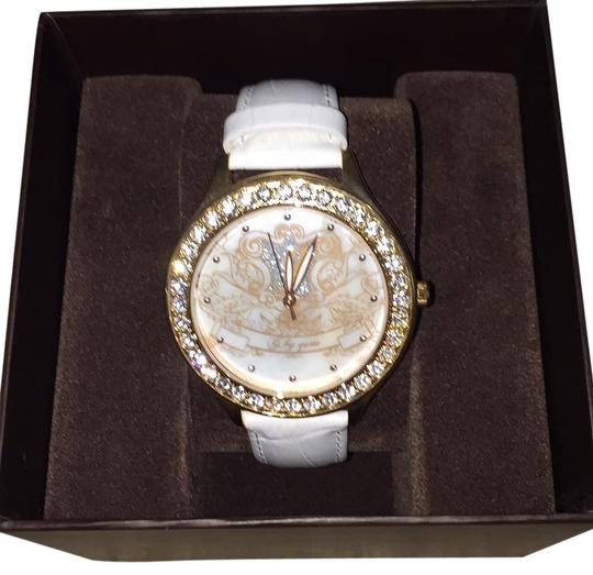 Preload https://img-static.tradesy.com/item/17678953/guess-white-band-with-gold-face-g84044l1-watch-0-1-540-540.jpg