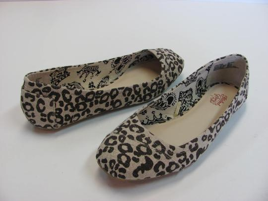 Faded Glory Size 7.00 M Very Good Condition Neutral, Brown Flats Image 1
