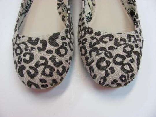 Faded Glory Size 7.00 M Very Good Condition Neutral, Brown Flats Image 2