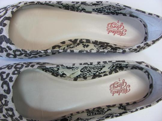 Faded Glory Size 7.00 M Very Good Condition Neutral, Brown Flats Image 3