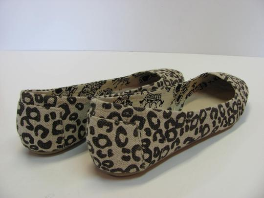 Faded Glory Size 7.00 M Very Good Condition Neutral, Brown Flats Image 4
