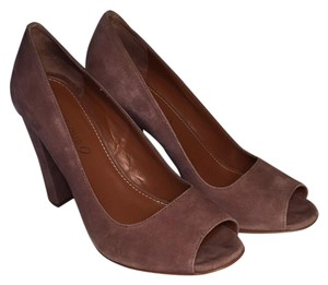 Boutique 9 Taupe Pumps