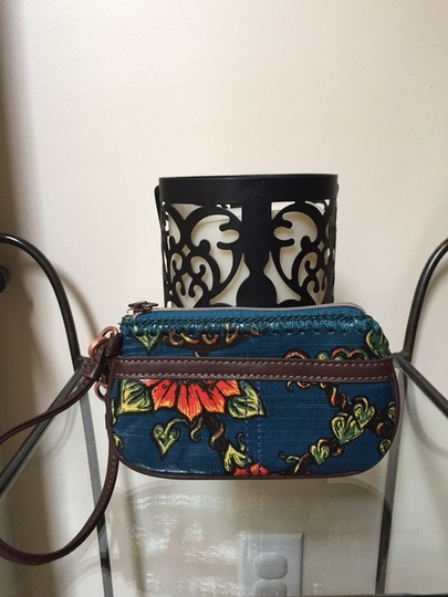 Sakroots Wristlet in Red Blue