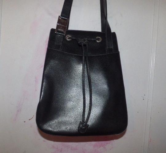 Gucci Mod And Chic Multiple Compartment Chrome Hardware Large And Roomy Tom Ford Satchel in black leather Image 3