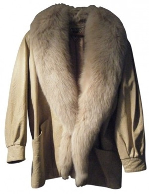 Preload https://item5.tradesy.com/images/j-percy-for-marvin-richards-ivorycream-fur-coat-size-10-m-177024-0-0.jpg?width=400&height=650