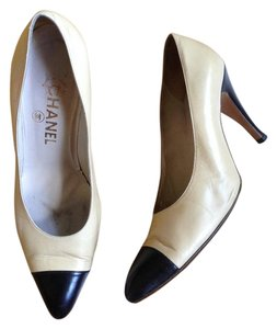 Chanel Cap Toe Pump Vintage beige Pumps
