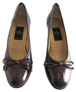 Fendi Leather Bow Cap Toe Logo Brown Pumps